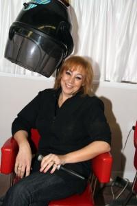 evamaria,laempleada contratada por la peluqueria
